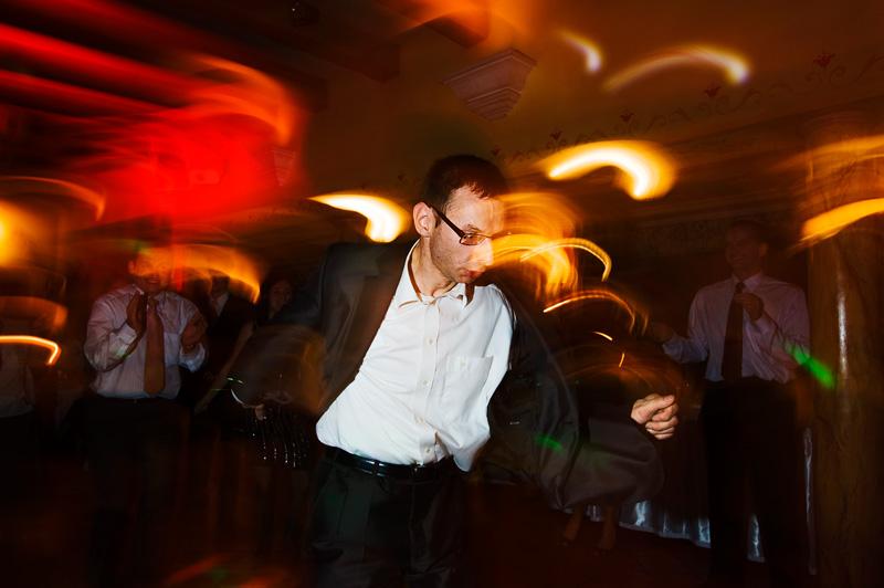 szalony taniec świadka