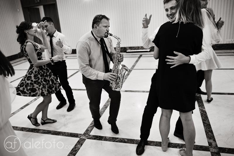 saksofonista na weselu