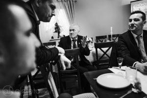 Rodzinne dyskusje – zdjęcie z chrztu świętego