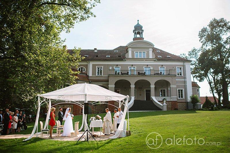 Ślub plenerowy Marceliny i Wojtka | zdjęcia ślubne Pałac Konary